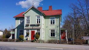 Caféet Kaksi verantaa i Nickby centrum hör till ett av husen som man gick in för att bevara.