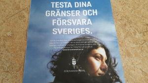 Testa dina gränser och försvara Sveriges, står på en reklamaffisch med en ung tjej i profil
