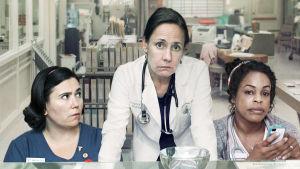 Naistenosasto B4:n amerikkalaisversiossa tapaamme kalifornialaissairaalan geriatrisella osastolla tohtorin hoitajakaarteineen.