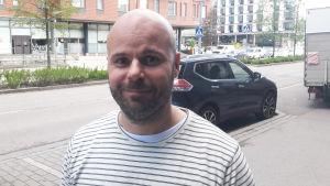 Tomi har ett gym- och spaföretag i Alberga i Esbo.