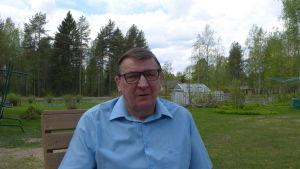 Raimo Vistbacka satt 24 år i riksdagen först för Landsbygdspartiet och sedan efterföljaren Sannfinländarna.