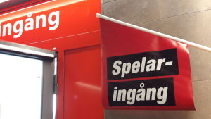 En skylt med texten Spelaringång, utanför Svenska Spel