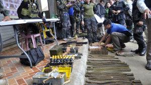 Armén har också lagt beslag på stora mängder vapen under slaget om Marawi
