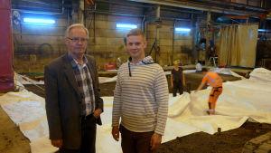 I förgrunden Kurt-Erik Nordin och Simon Grönqvist. I bakgrunden pågår arbetet med att laga grunden för en plock- och svetsrobot.