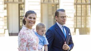Kronprinsessan Victoria, prins Daniel och prins Oscar.