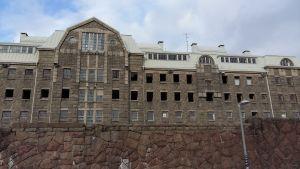 Det gamla Centralfängelset på Kakolabacken i Åbo renoveras till bostäder.