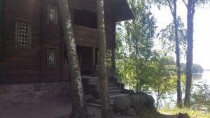 Pekka Hlonens konstnärshem, Halosenniemi vid Tusby träsk