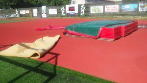 hoppmadrass på idrottsplats