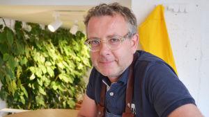 porträttbild på restaurangchef Jani Himonas