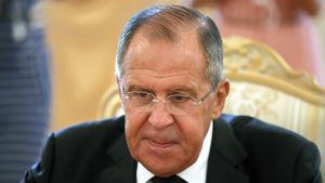 Rysslands utrikesminister Sergej Lavrov betvivlar USA:s motiv för att skära ned på antalet visum som utfärdas i Ryssland