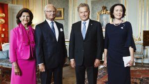 Drottning Silvia, Kung Carl Gustaf, president Sauli Niinistö och fru Jenni Haukio inledde firandet av Finlands 100-årsjubileum på Stockholms slott.