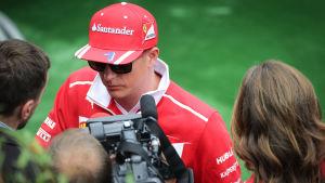 Kimi Räikkönen ger intervju, sommaren 2017.