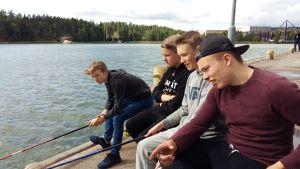 Lauri Hepo-oja, Jani Karlberg, Linus Siggberg och Jerry Kokkala metar.