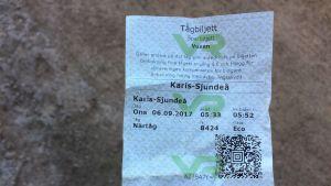 Tågbiljett för sträckan Sjundeå-Karis.