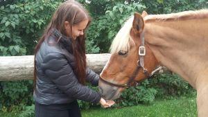 Jessica Grönlund och hennes finnhäst Masa
