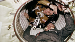 Yhdysvaltojen ja Neuvostoliiton avaruuskilpa päättyi 1975 Apollo–Sojuz -yhteislentoon.
