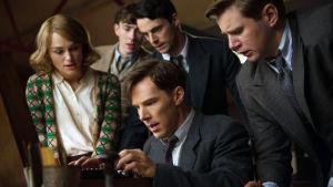 Jännittävä tosipohjainen draamaelokuva kertoo matemaatikko Alan Turingista. Pääroolissa näyttelee Benedict Cumberbatch.