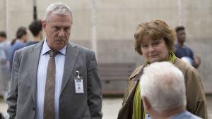 Karismaattinen ylikomisario Vera Stanhople jatkaa uusien rikosjuttujen parissa. Pääroolissa palkittu Brenda Blethyn.