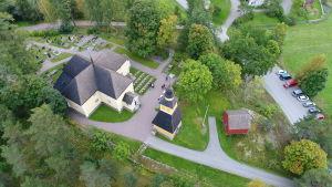 flygfoto av kyrka