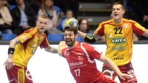 Teemu Tamminen och Nico Rönnberg i Cocks match mot Melsungen i EHF-cupen våren 2017.
