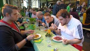 De tyska gröna vill ha en djupare europeisk integration. Partiet bjuder anhängarna på pasta.
