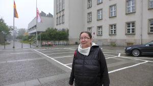 Sabine som är arbetslös sekreterare anser att det finns för många flyktingar i Tyskland.
