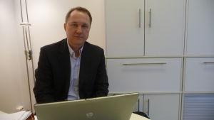 Tomas Kurtén är fastighetsförmedlare i Vasa.