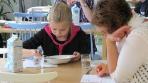 Matråd i skola granskar skolmaten.