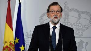 Spaniens premiärminister Mariano Rajoy höll presskonferens efter folkomröstningen i Katalonien.