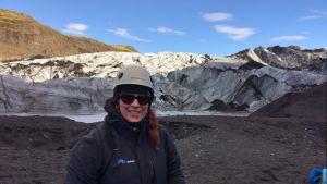Lotte Krank-van de Burgt vid glaciären Sólheimajökull