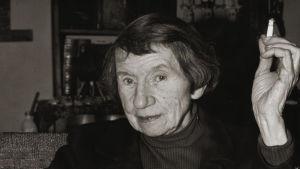 Gerd Ladewig, Jeanne Mammen i sin ateljé i Berlin, ca 1974-75,
