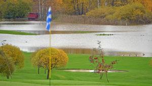 Översvämning på golfplan.