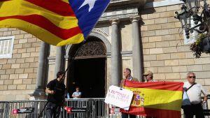 Avspärrningar utanför regionregeringen i Barcelona.