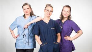 Kolme nuorta naista ryhmäkuvassa. He ovat päähenkilöinä kandit-sarjassa.