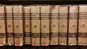 Närbild av banden 10 till 19 av Svenska akademiens ordbok.