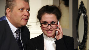 Robin Sundberg och Marie Rosenberg i pjäsen Skvaller.