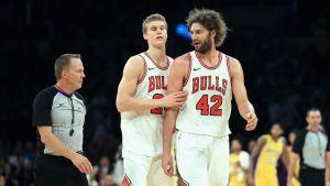 Lauri Markkanen och Robin Lopez, Chicago Bulls 2017.
