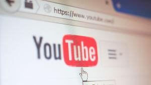 Youtube överges av annonsörer på grund av olämpligt innehåll.
