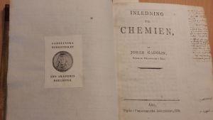 första sidan i Johan Gadolins egen kemibok