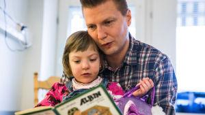 Seitsemänosainen sarja kertoo, mitä suomalaisissa sairaaloissa tapahtuu vuorokauden aikana.