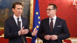 Förbundskansler Sebastian Kurz och vice förbundskansler Heinz-Christian Strache vann valet i fjol med löften om hårdare tag mot politisk Islam
