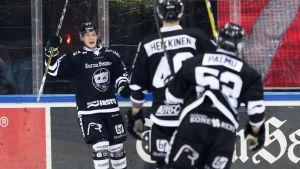 Ilkka Heikkinen firar mål