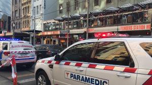 Ambulanser rycker ut efter att en bil kört på flera personer i Melbourne.