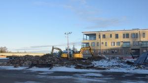 Bara några stenar och bråte kvar efter rivningen av nattklubben Number one i Ekenäs.