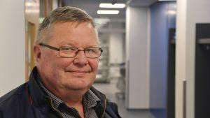 Ove Blomqvist bekantar sig med Borgå centralkök