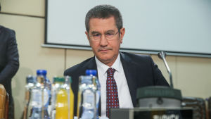 Turkiets försvarsminister Nurettin Canikli vid Natos försvarsministermöte i Bryssel.