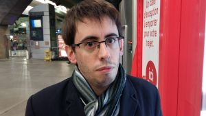 Quentin Guillemain vill få en rättegång mot företaget som producerat salmonella smittad bröstmjölksersättning.