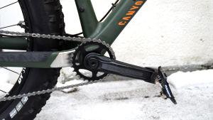 Bild av det främre kugghjulet på en fatbike.