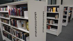 Böcker på svenska.