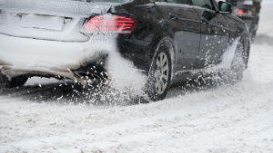Bil i snömodd